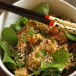Stressessen auf Japanisch: Reis mit Misosauce und Spinat