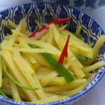 Feurig statt langweilig: Chinesische scharf-saure Kartoffeln