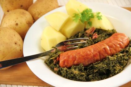 Grünkohl mit Kartoffeln und Wurst