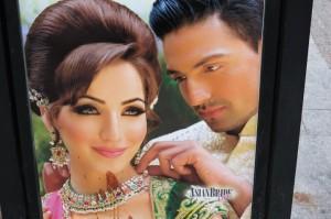 Werbeplakat Asian Bride mit Paanflecken