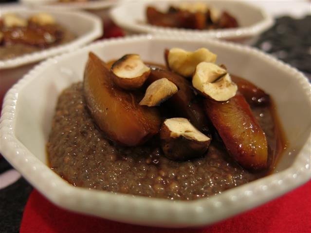Chia-Pudding mit Karamellzwetschgen