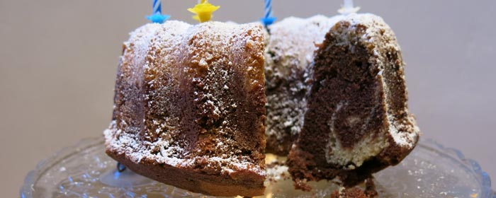 Geburtstagsklassiker in üppig: Marmorkuchen