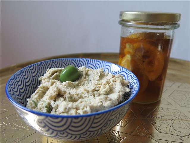Salzzitronen-Oliven-Creme und Salzzitronen im Glas
