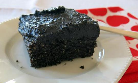 Schwarzer Sesamkuchen