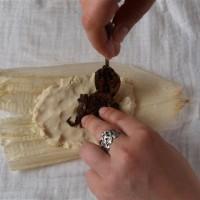Tamales 2: Füllung daraufgeben