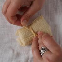 Tamales 5: Päckchen zubinden