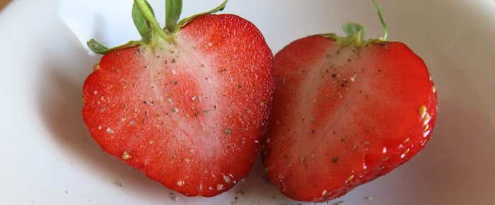 Erdbeere mit Lippenstift