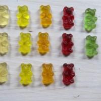 Gummibärchen nach Farben sortiert