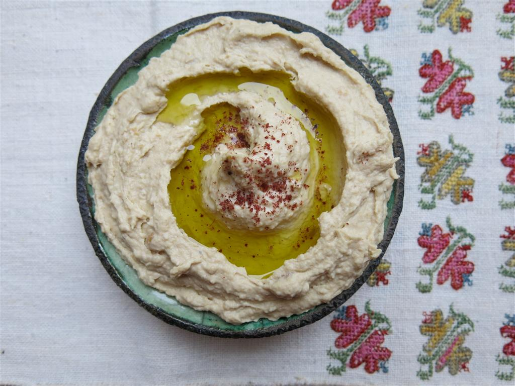 Schälchen mit Hummus