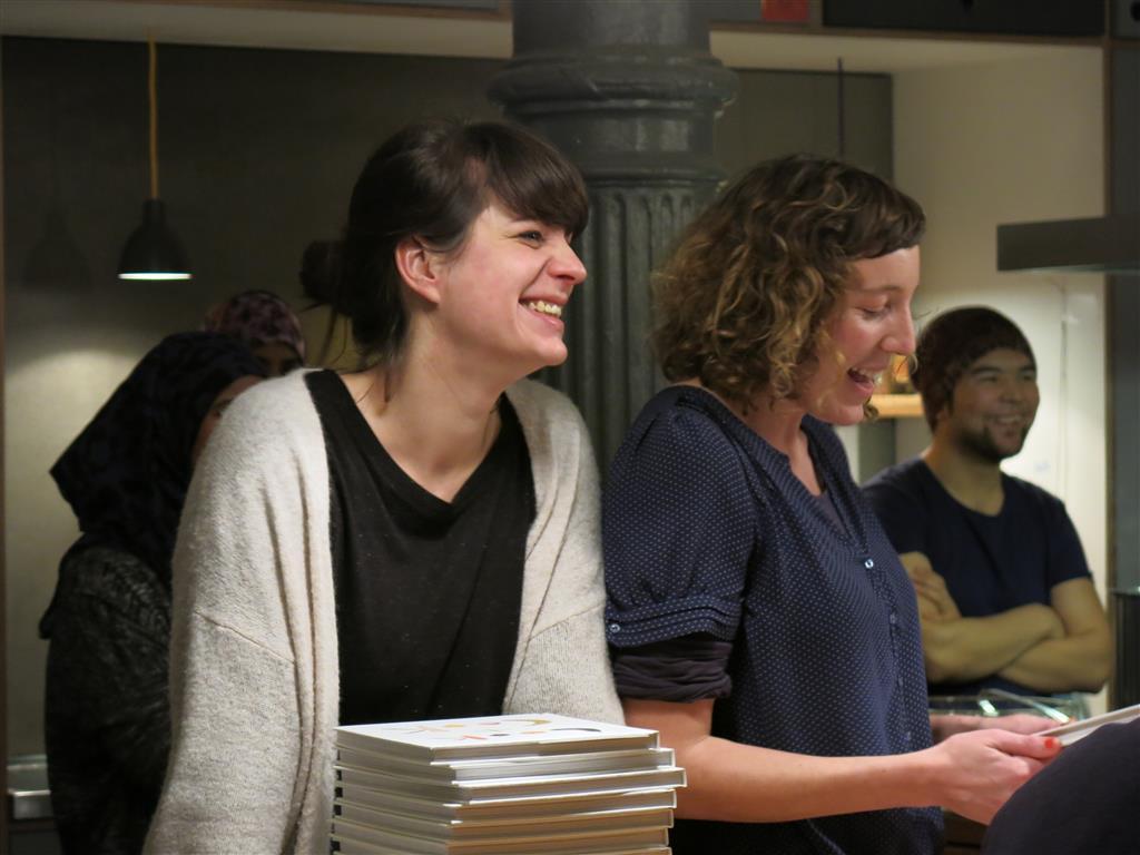 Nina Janßen, Lisa Lowitsch-Gramse bei der Buchvorstellung