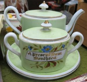 """Zuckerdose und Teekanne mit Aufdruck """"Southend on Sea"""""""