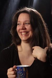 Wiebke Porträt mit Teebecher