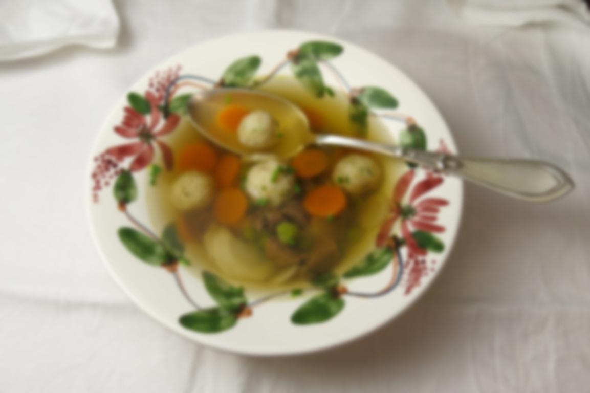 Markklößchensuppe, verschwommen