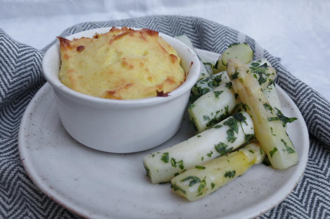 Spargelsalat mit Kartoffelsoufflé