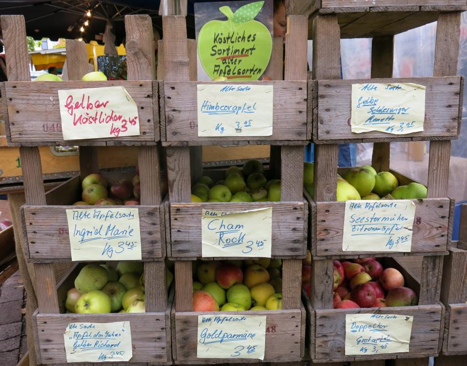 Marktstand alte Apfelsorten