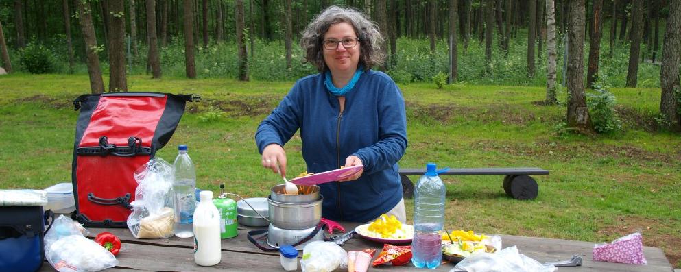 Kochen draußen mit dem Gaskocher