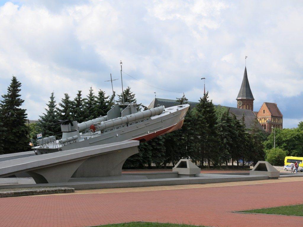 Denkmal vor dem Königsberger Dom, Kaliningrad