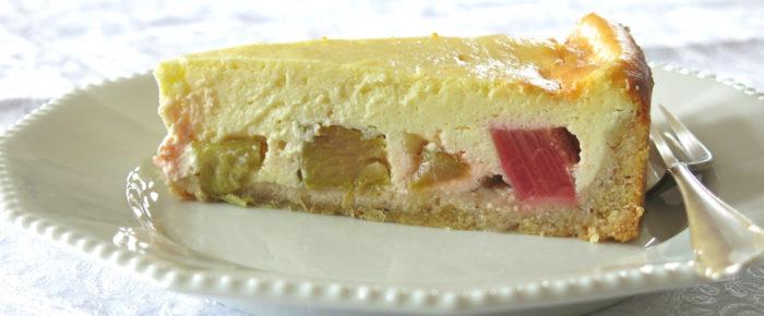 Rhabarberkuchen mit Käsehaube und Kardamom