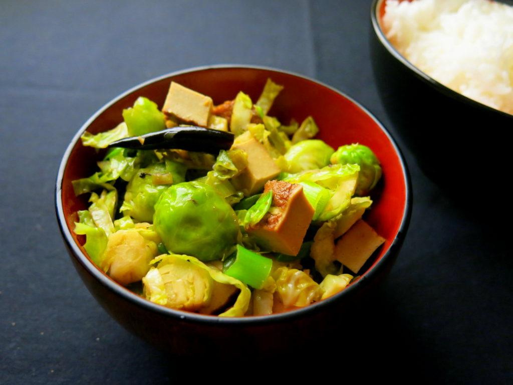 Rosenkohl mit Szechuanpfeffer, dazu Reis