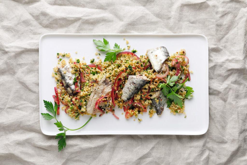 Grüner Couscous mit Sardinen