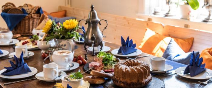 "Bergische Kaffeetafel: ""Koffeedrenken met allem Dröm un Draan"""