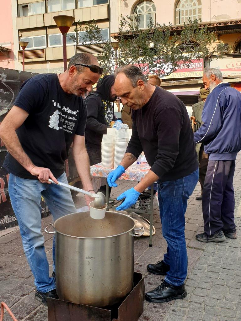 Linsensuppe kochen auf der Straße
